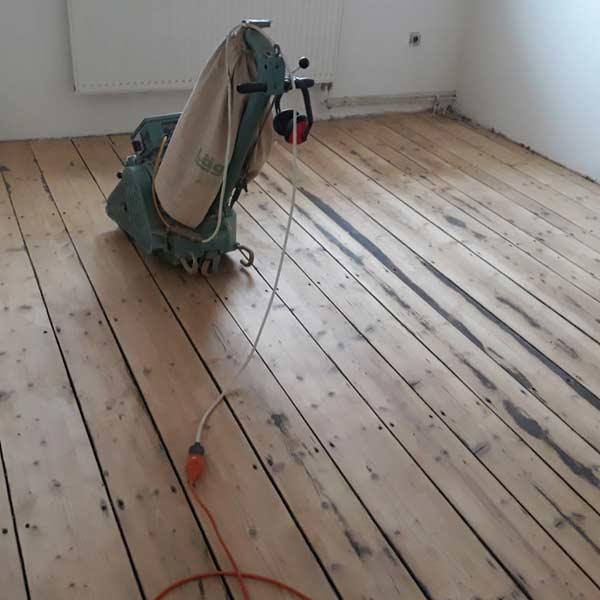 https://renovaceparketpraha.cz/wp-content/uploads/2019/02/renovace-drevene-podlahy-11-1.jpg